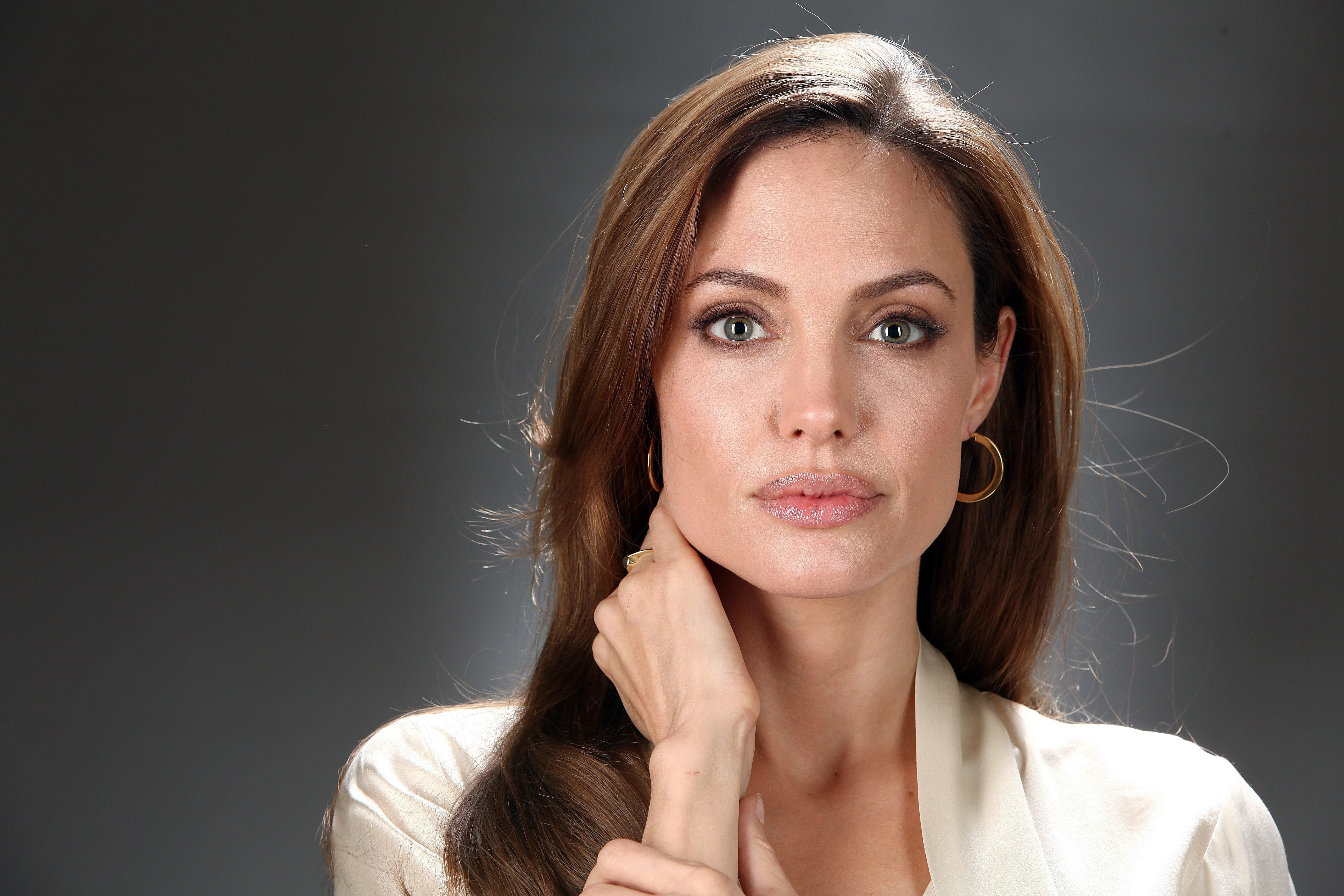 Angelina Jolie: Angelina Jolie Net Worth, Bio 2017-2016, Wiki