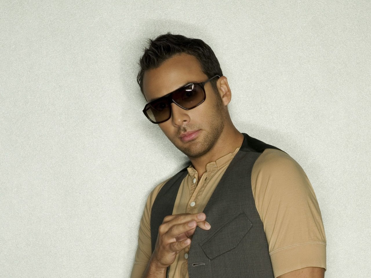 Howie dorough net worth bio 2017 2016 wiki revised for Howie at home