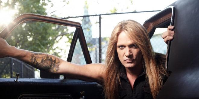 "Sebastian Bach: la formación clásica de SKID ROW  estaba siendo considerada para telonear a Guns N 'Roses  en el  ""Not In This Lifetime"" tour. Sebastian-Bach-Net-Worth-660x330"