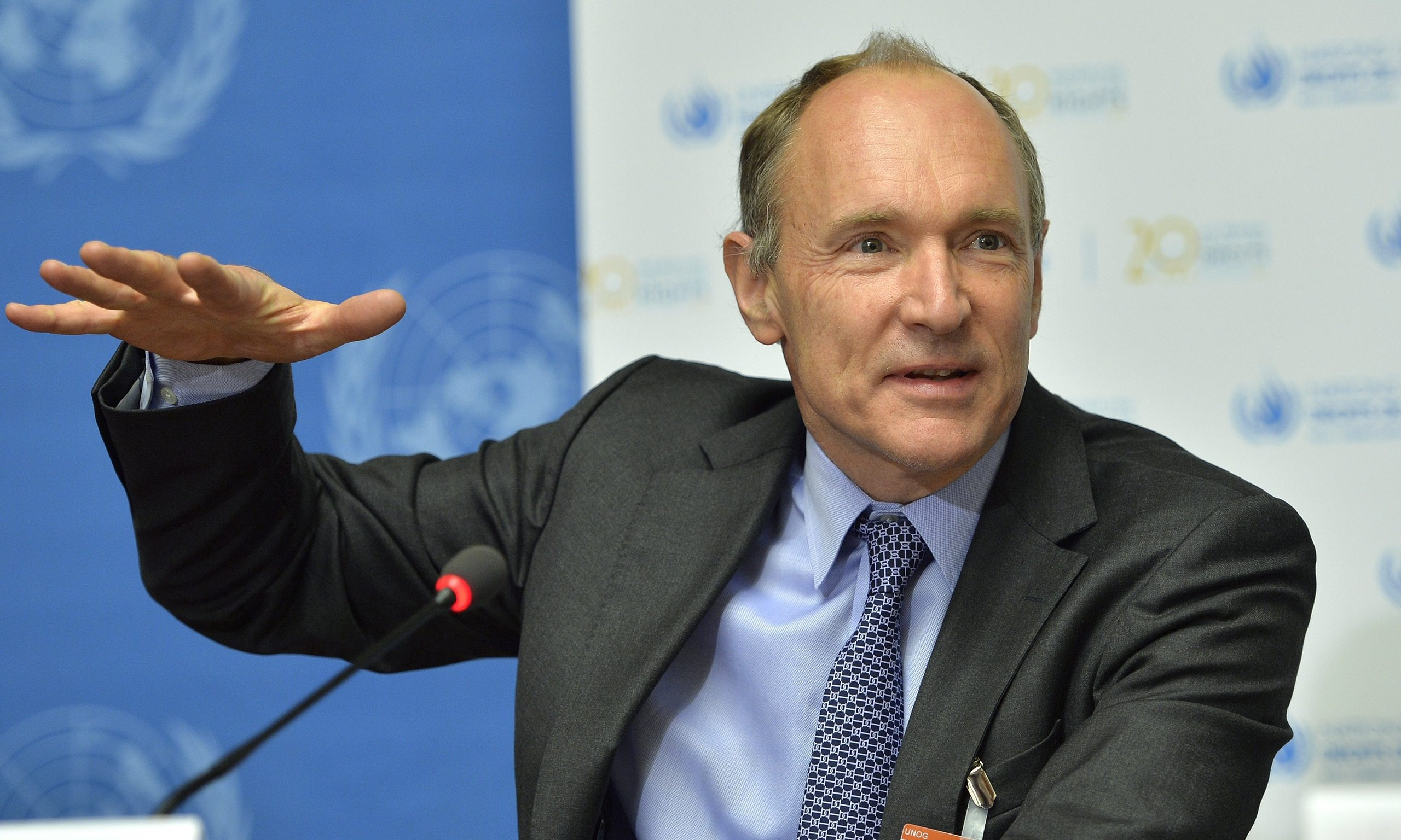 tim berners lee short bio Tim berners-lee (short bio) essay  tim berners lee biography: _tim berners lee was born on 8th june 1955 in south east london, england he's the son of conway burners lee and mary lee.